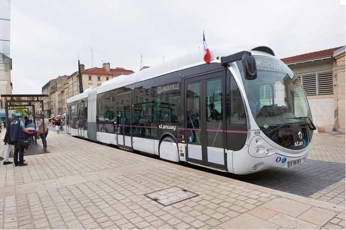 Erdgasbusse in Baku