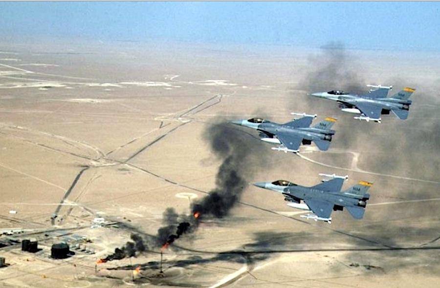 Flugzeuge vor brennenden Ölquellen