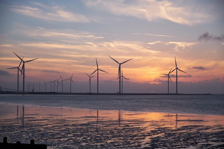 Windkraftwerk an der Küste