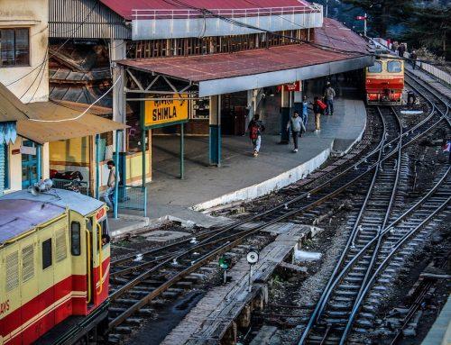 Wie Indiens Eisenbahnwesen grüner wird