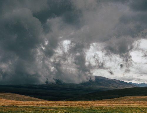 Wie wechselndes Wetter die Wirtschaft ausbremst
