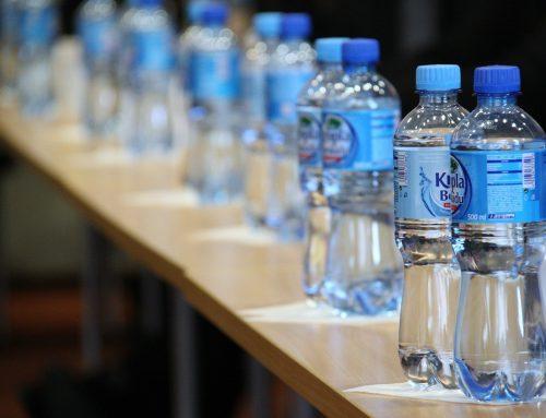 Vorwurf: Europäische Banken investieren und finanzieren Kunststoffindustrie und verschärfen globale Umweltkatastrophe